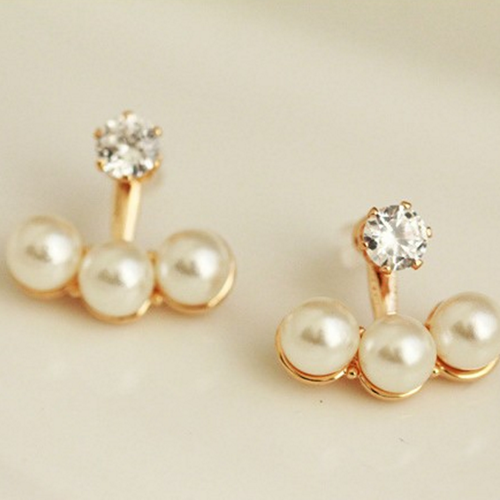 3 PEARLS WEBBED IN A GOLDEN PATCH EARRINGS