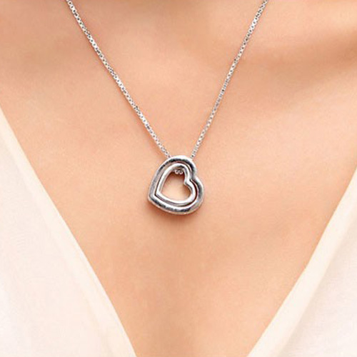 CRYSTAL HEART SHAPED NECKLACE
